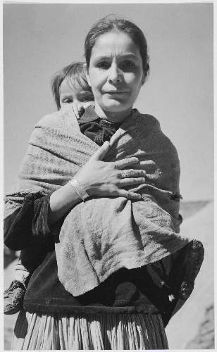 Adams - Dinee Woman and child, Canyon de Chelle, Arizona